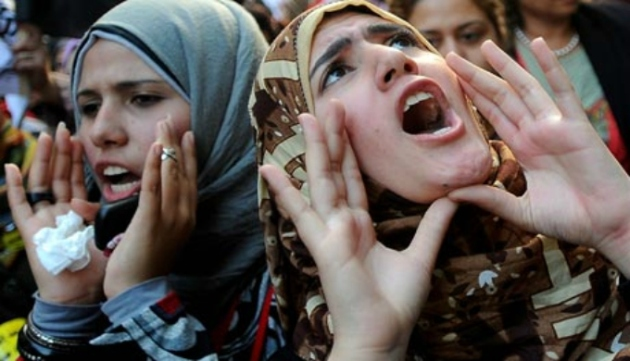 Women-protest-in-Cairo-007